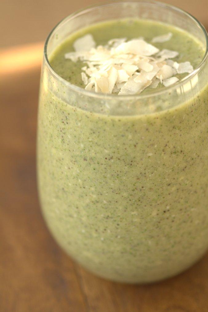 Mango Coconut Green Smoothie | www.thebahamallama.com