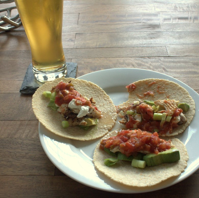 Easy Sunday Night Fish Tacos | www.thebahamallama.com