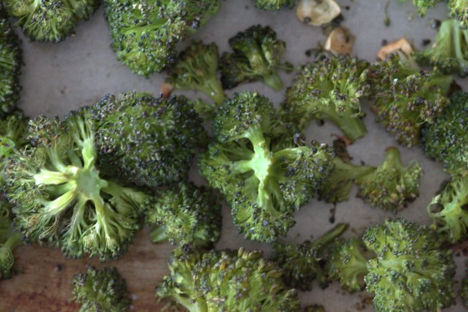 Lemon-Garlic Roasted Broccoli | www.thebahamallama.com