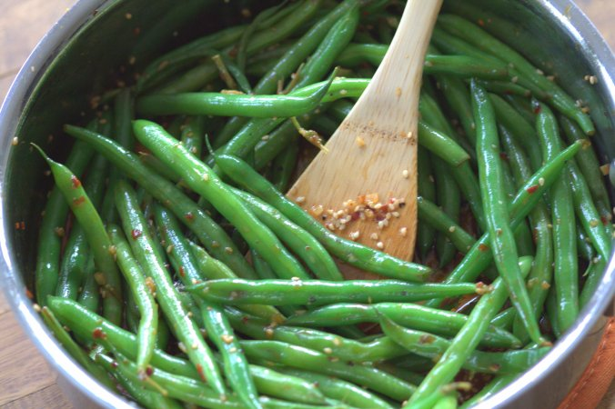 Quick Asian Style Sauteed Green Beans | www.thebahamallama.com