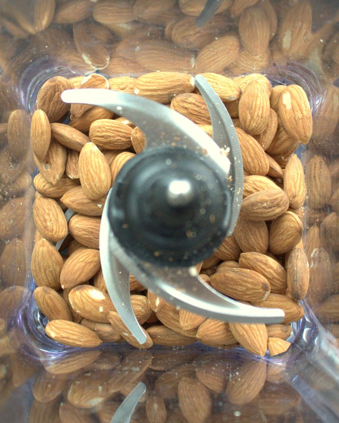 Homemade Almond Butter | www.thebahamallama.com