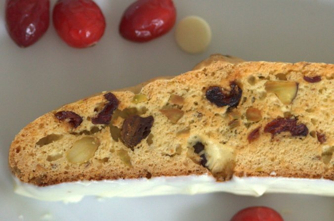 Cranberry Pistachio Biscotti | www.thebahamallama.com